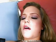 Filthy babe Alexis Texas is loving her boyfriends porksword in her mouth