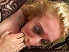 Blond whore gets her anal stretched