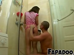 Sexy Girlfriend Surprising Boyfriend In The Shower!
