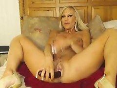 Big Titty Webcam Milf Fills Her Holes