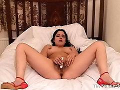 Young Babe Masturbates To Contracting Orgasm