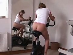 Unfaithful british mature gill ellis pops out her big balloo