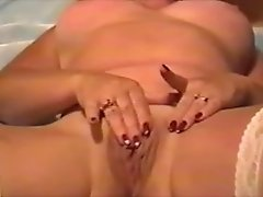 Mature fingers pussy