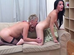 Teaching the dark-haired chick how to properly lick the clitoris