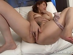 A curvy Japanese MILF makes herself cum with her fingers