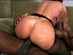 Mature MiLF satisfies her craving for a big cock