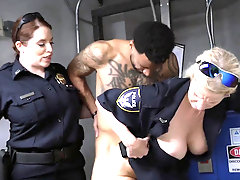 Criminal enjoys being contrived by cops