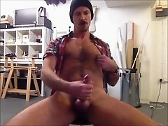 He wanks and cum on his workplace