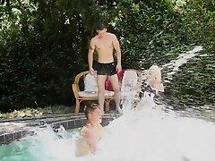 Bisex dude jerking cock