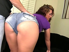 Babe with bubble ass Savannah Fox is more than ready to give a blowjob
