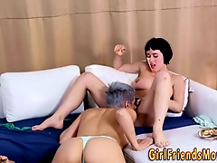 Busty les milf eats pussy