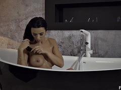 Lustful Shalina Devine masturbating before bath time