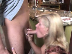 Mature cougar mom loves sucking dick